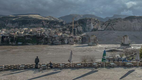 Turski grad Hasankejf na reci Tigar, star 12.000 godina, biće potopljen u junu zbog izgradnje brane Ilisu - Sputnik Srbija