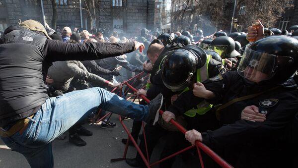 Сукоб демонстраната и полиције у Кијеву - Sputnik Србија