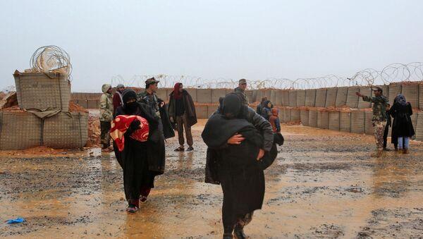 Сиријске избеглице у кампу Рукбан - Sputnik Србија