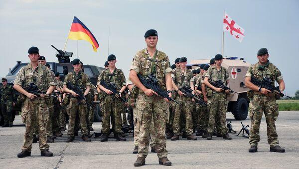 Pripadnici vojske Nemačke i Gruzije na otvaranju međunarodnih vojnih vežbi Dostojni partner 2018 pod okriljem NATO-a u Gruziji - Sputnik Srbija