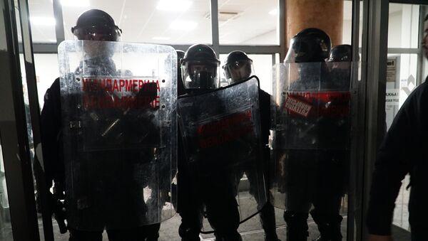 Pripadnici Žandarmerije na ulazu u RTS - Sputnik Srbija