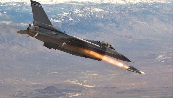 Авион Ф-16 испаљује ракету Маверик - Sputnik Србија