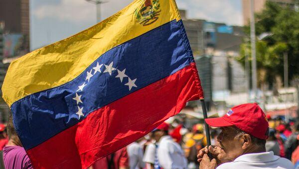 Учесници митинга подршке председнику Венецуеле Николасу Мадуру у Каракасу - Sputnik Србија
