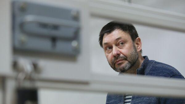 Главни уредник портала РИА Новости Украјина Кирил Вишински у суду у Херсону - Sputnik Србија