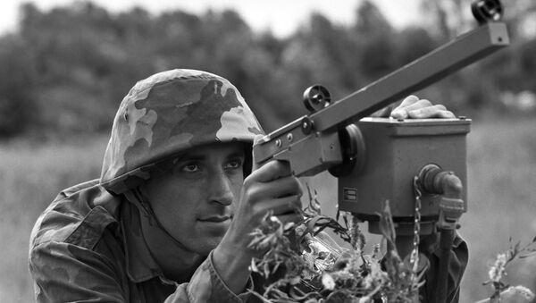Војник ЈНА на положају  - Sputnik Србија