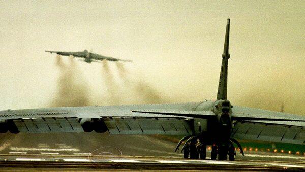NATO avioni B-52 uzleću sa britanskog aerodroma Fejrford tokom bombardovanja SRJ 1999. - Sputnik Srbija