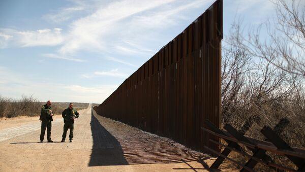 Zid na granici Sjedinjenih Američkih Država i Meksika - Sputnik Srbija