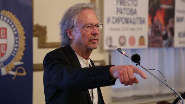 Петер Хандке у Београду на конференцији поводом две деценије НАТО бомбардовања Србије  - Sputnik Србија