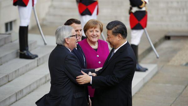 Председник Кине Си Ђинпинг, председник Европске комисије Жан-Клод Јункер, председник Француске Емануел Макрон и немачка канцеларка Ангела Меркел - Sputnik Србија