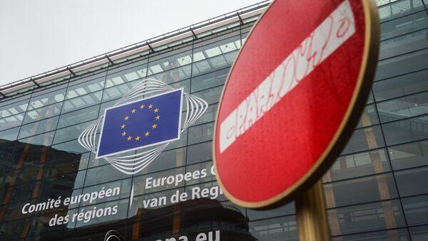 Logo Evropske unije na sedištu Evropskog parlamenta u Briselu - Sputnik Srbija