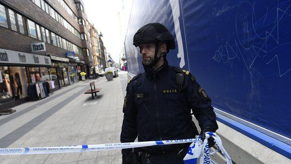 Policajac na ulici u Stokholmu - Sputnik Srbija