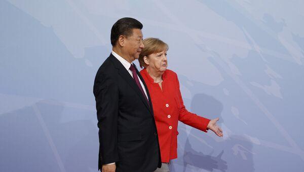 Председник Кине Си Ђинпинг и канцеларка Немачке Ангела Меркел - Sputnik Србија