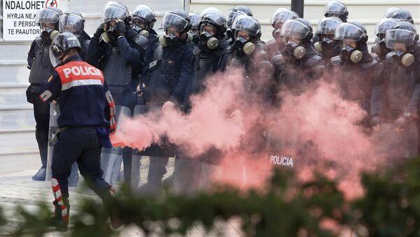 Dimne bombe na protestu u Tirani - Sputnik Srbija