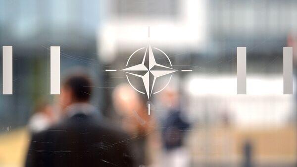 Logo Organizacije Severnoatlanskog sporazuma (NATO) u Briselu - Sputnik Srbija