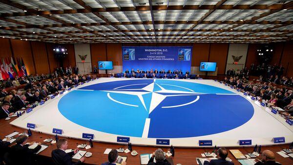Амерички државни секретар Мајк Помпео говори на састанку НАТО-а у Вашингтону - Sputnik Србија