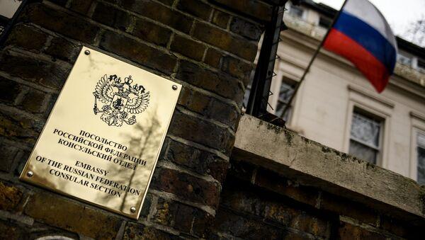 Табла на згради Амбасаде Русије у Лондону - Sputnik Србија