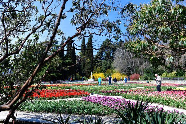 More cveća na Krimu: Jedna od najstarijih botaničkih bašti u proleće - Sputnik Srbija