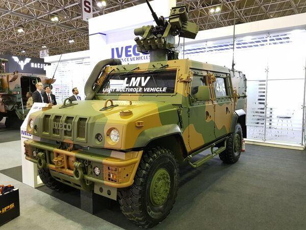 """Оклопно возило ЛМВ Линц, произвођач италијански """"Ивеко"""". Користи се у бразилској војсци. - Sputnik Србија"""