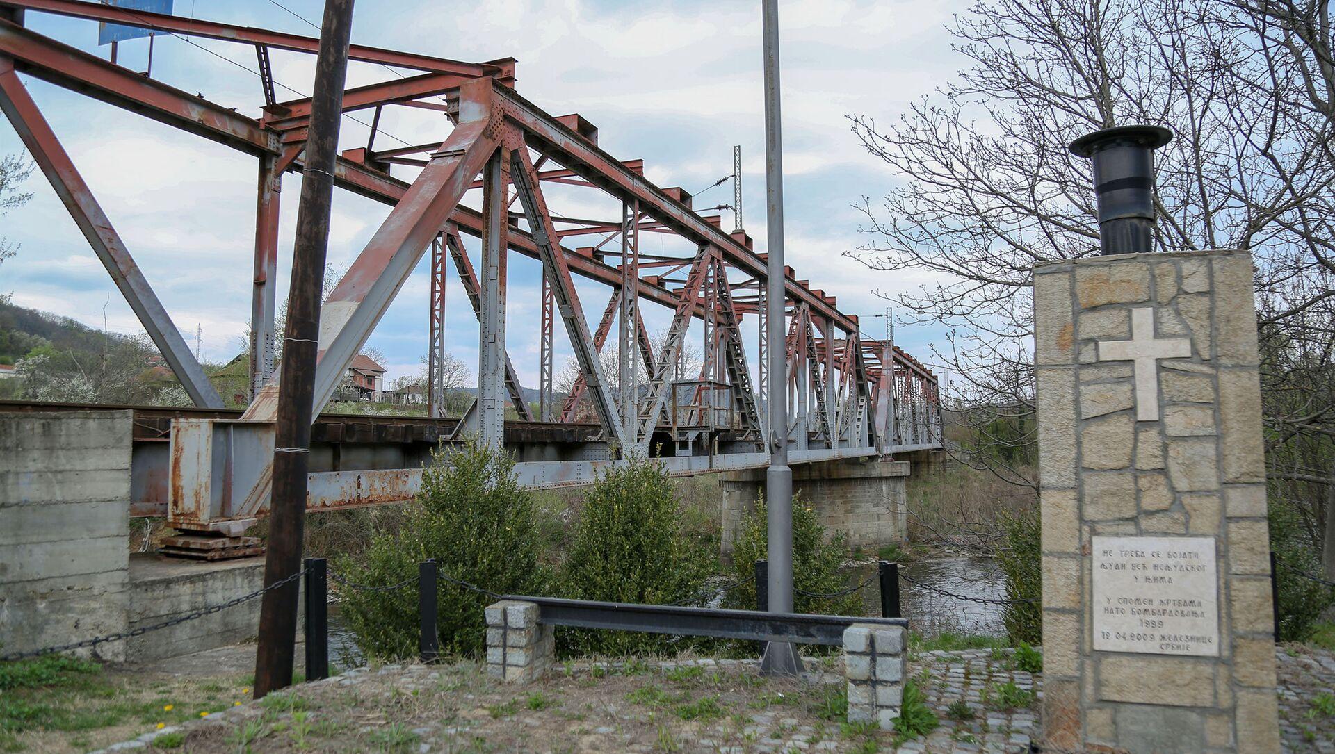 Мост у Грделици на ком је погођен мост у коме су страдали цивили - Sputnik Србија, 1920, 12.04.2021