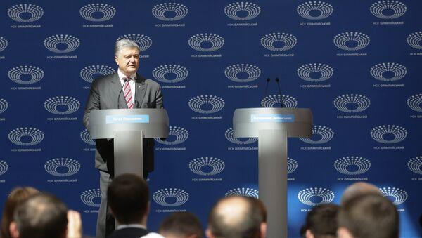 Председник Украјине Петро Порошенко сам на дебатама - Sputnik Србија
