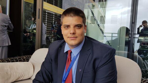 Народни посланик и потпредседник СРС-а Александар Шешељ на 5. Међународном економском форуму на Јалти. - Sputnik Србија