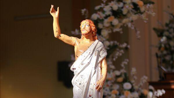 Statua Isusa Hrista u crkvi posle napada u Šri Lanki - Sputnik Srbija