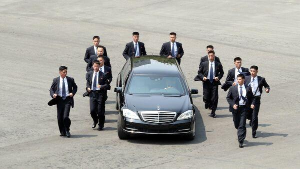 Обезбеђење лидера Северне Кореје Ким Џонг Уна - Sputnik Србија