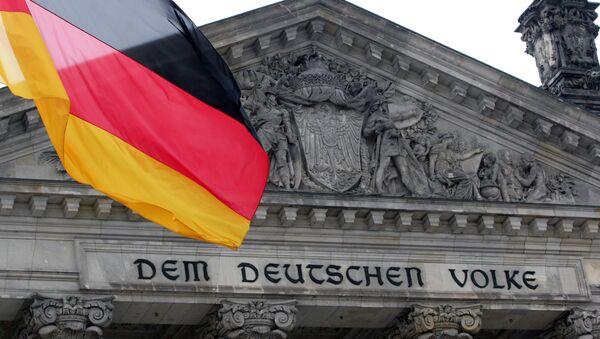 Застава Немачке испред зграде Рајхстага у Берлину - Sputnik Србија