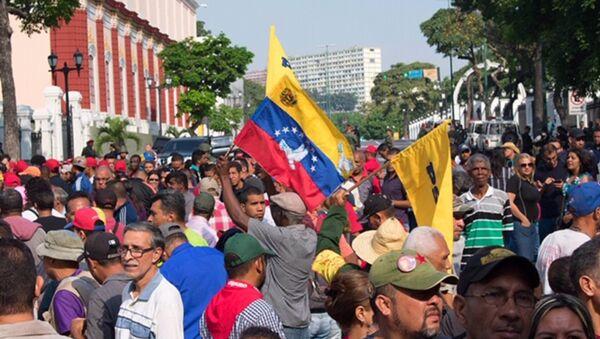 Pristalice Nikolasa Madura okupljeni ispred Predsedničke palate u Karakasu - Sputnik Srbija