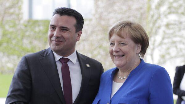 Зоран Заев и Ангела Меркел на берлинском самиту о Западном Балкану - Sputnik Србија