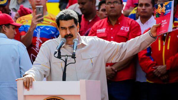 Президент Венесуэлы Николас Мадуро выступает в Каракасе на акции своих сторонников - Sputnik Србија