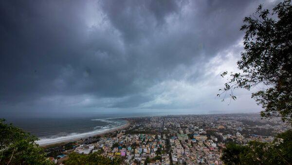 Облаци олује надолазећег циклона Фани у Индији - Sputnik Србија