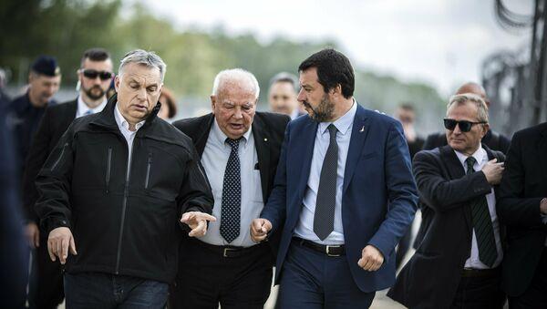 Виктор Орбан и Матео Салвини на мађарско-српској граници која је опасана жицом против уласка илегалних миграната - Sputnik Србија
