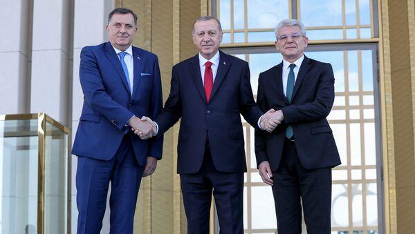 Predsedavajući Predsedništva BiH Milorad Dodik, predsednik Turske Redžep Tajip Erdogan i član predsedništva BiH Šefik Džaferović na sastanku u Ankari - Sputnik Srbija