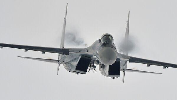 Многоцелевой сверхманевренный истребитель Су-35 во время демонстрационного полета на Международном авиационно-космическом салоне МАКС - 2013 в Жуковском - Sputnik Србија