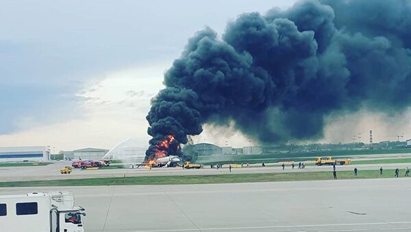 Гори авион на аеродрому у Москви - Sputnik Србија