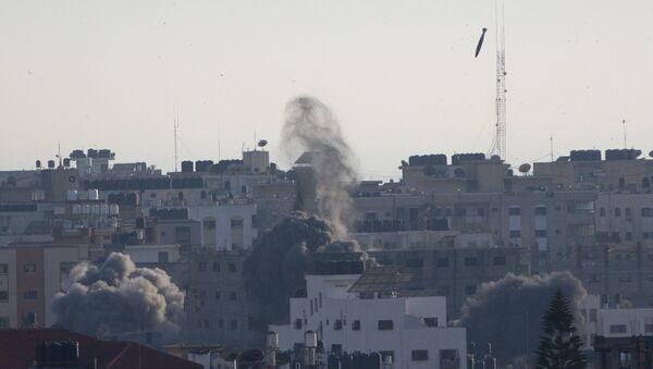 Izraelska raketa pada na stambeni deo Gaze - Sputnik Srbija