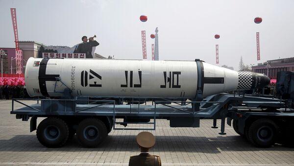Подморничка ракета на паради кинеске војске на Ким Ил Сунг у Пјонгјангу - Sputnik Србија