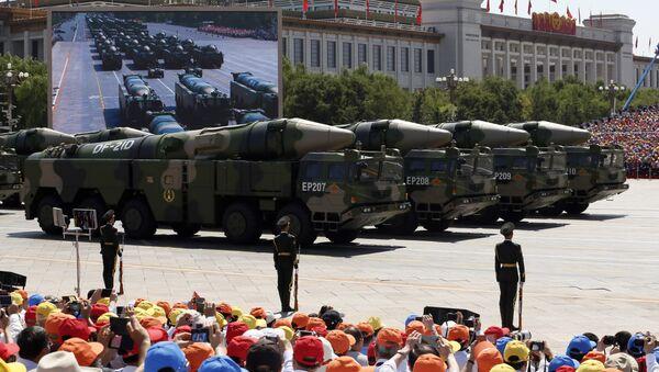 Kineske protivbrodske balističke rakete DF-21D na vojnoj paradi u Pekingu - Sputnik Srbija