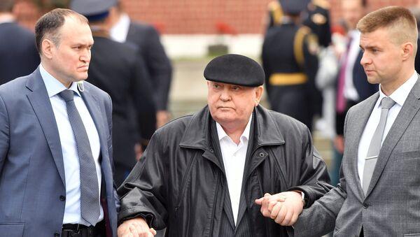 Mihail Gorbačov na vojnoj paradi povodom Dana pobede - Sputnik Srbija
