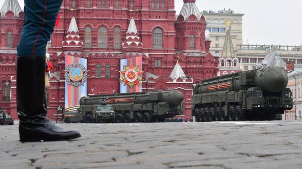"""Autonomni lansirni uređaji raketnog kompleksa """"Jars"""" na Crvenom trgu u Moskvi, na paradi povodom Dana pobede nad fašizmom - Sputnik Srbija"""