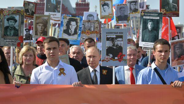 Руски председник Владимир Путин у шетњи Бесмртног пука у Москви - Sputnik Србија