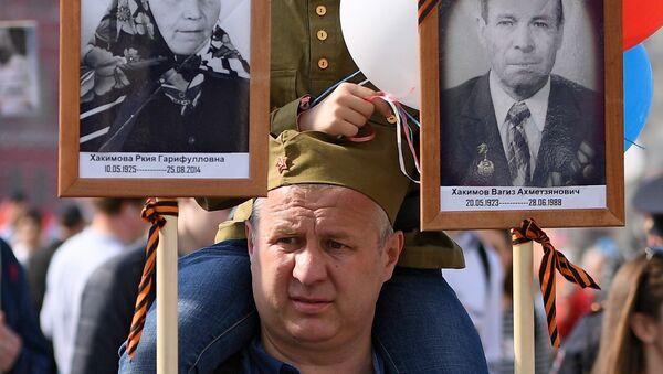 Шетња Бесмртног пука у Москви поводом Дана победе над фашизмом - Sputnik Србија
