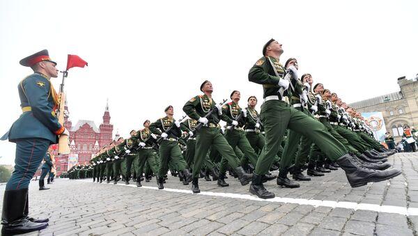Военнослужащих парадных расчетов на военном параде, посвященном 74-й годовщине Победы в Великой Отечественной войне - Sputnik Србија
