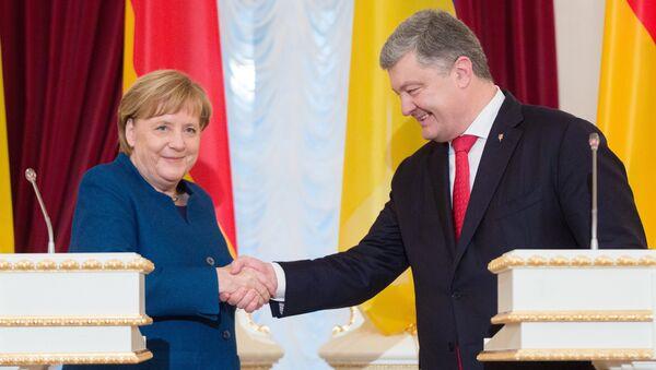 Nemačka kancelarka Angela Merkel i predsednik Ukrajine Petro Porošenko na sastanku u Kijevu - Sputnik Srbija