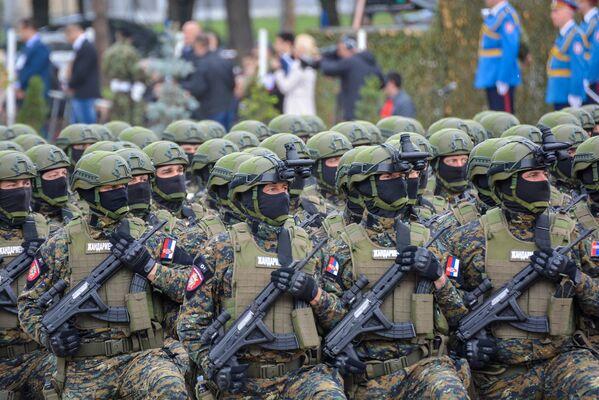 Припадници жандармерије на паради поводом Дана победе у Нишу - Sputnik Србија