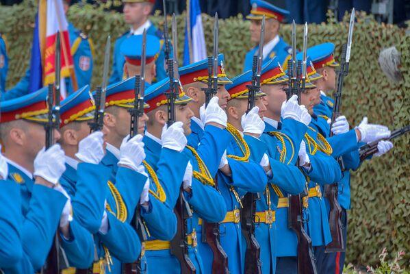 Гардисти ВС на војној паради у Нишу - Sputnik Србија