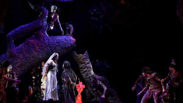 Scena iz opere Lovci na bisere Opere Sankt Peterburga - Sputnik Srbija