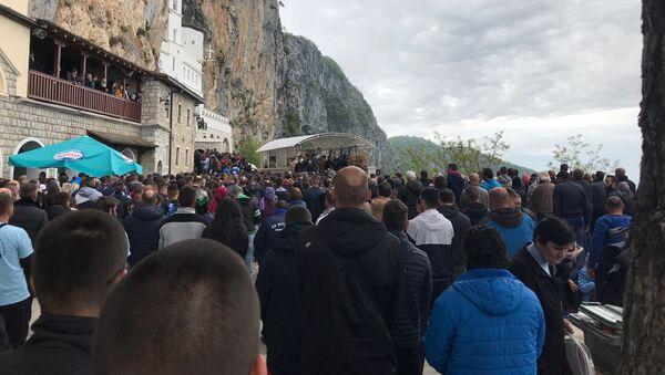 Ogroman broj vernika pod Ostrogom - Sputnik Srbija