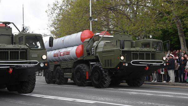 Protivraketni sistemi S-400 Trijumf na vojnoj paradi za Dan pobede u Sevastopolju - Sputnik Srbija